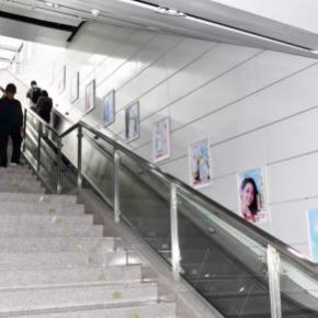 深圳地铁梯牌广告
